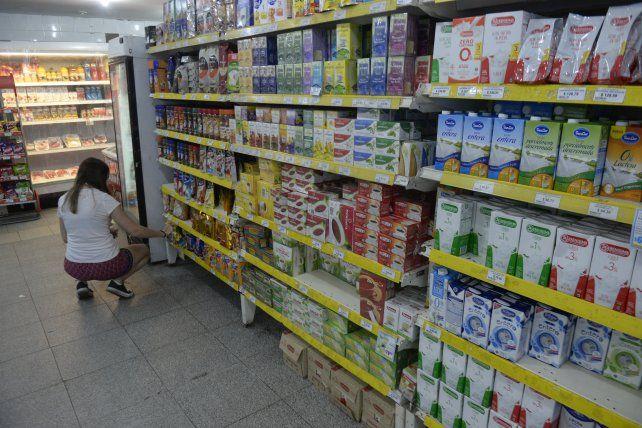 El gremio de empleados de comercios indicó que los trabajadores de supermercados realizan una activdad esencial.