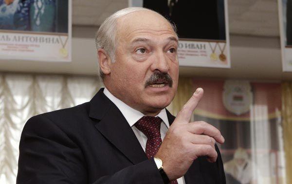 Lukashenko gobierna con puño de hierro desde 1994. El año pasado perdió las elecciones, pero cometió fraude masivo y encarceló y deportó a los ganadores.