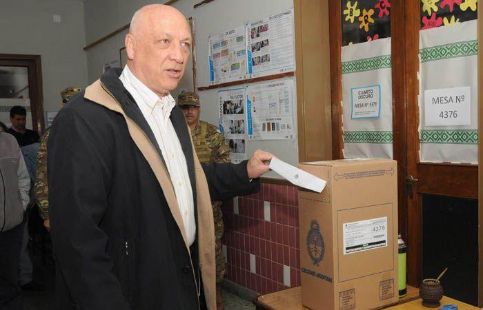 El gobernador no quiso adelantar su voto en el ballottage.