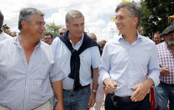 Del mismo palo. Aguad (centro) recibió en la cordobesa Leones a Macri
