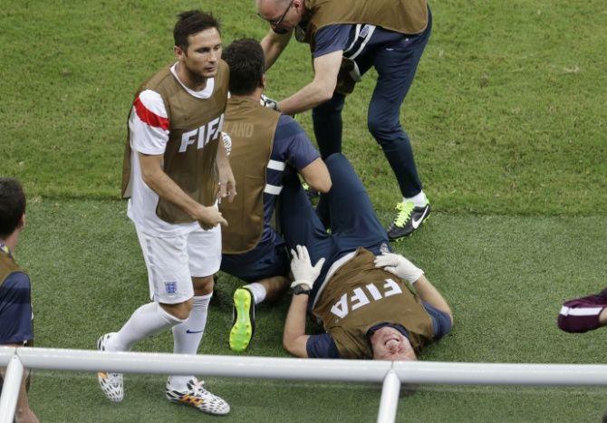 El fisioterapeuta inglés se lesionó festejando el gol de su equipo