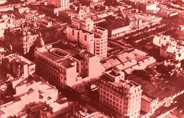 Aérea de tres de las esquinas de Corrientes y Córdoba que fueron ejecutadas por la empresa Candia. Tambén se ve los altos del Palacio Minetti.