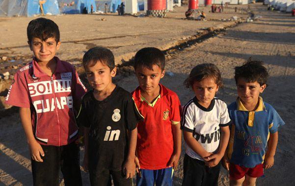 Víctimas. Chicos en un campo de refugiados en la zona kurda. Hace unas semana vivían normalmente en Mosul.