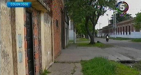 Derribaron a patadas la puerta de una casa en Colón al 3500 y se llevaron lo que pudieron