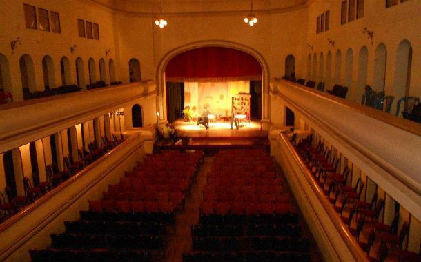 El teatro. Desarrollada en estilo neoclásico
