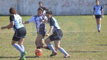 Dejaron todo. Las chicas de Don Bosco y Universitario A igualaron sin goles en un partido que tuvo muchas situaciones de goles y que tuvo como figuras a sus arqueras en cancha de Instituto.