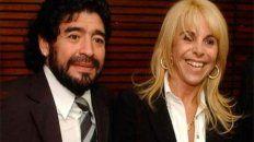 Otros tiempos. Maradona junto a Claudia Villafañe en momentos de felicidad. El miércoles la ex del Diez irá a la marcha a pedir justicia.
