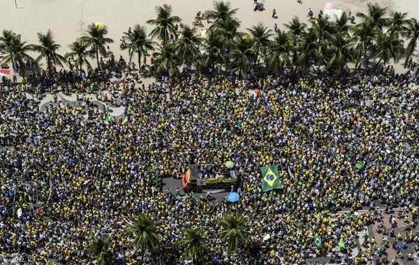 Copacabana cambió su fisonomía para convertirse en escenario del reclamo carioca.