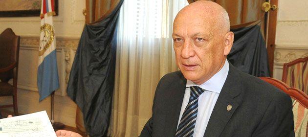 El gobernador confirmó que asumirá su banca en la Legislatura.