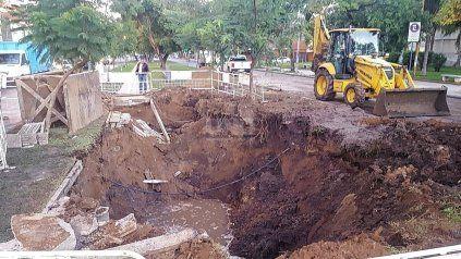 Nuevo socavón en Urquiza y Bulevar Pellegrini por una reparación de Aguas Santafesinas.
