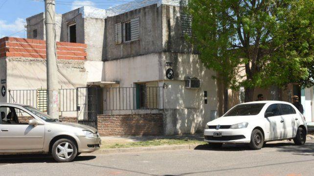 La casa que fue blanco del ataque. Sucedió esta mañana y no hubo heridos.