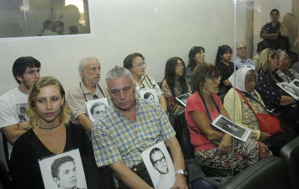 Respaldo. Militantes de organismos de derechos humanos acompañaron a los familiares de Suppo.