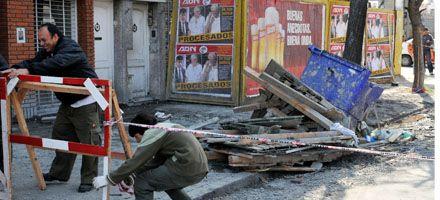 Francia al 1600: dos obreros graves al caer desde un décimo piso