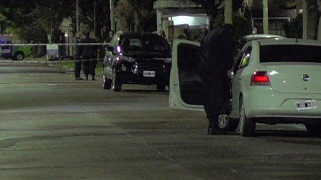 Una médica resistió un asalto en su casa con un arma y mataron al padre