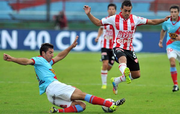 Unión se llevó apenas un punto de Sarandí ante el inestable Arsenal. (Foto: Télam)
