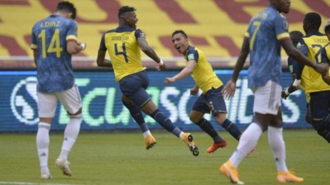 El ecuatoriano Robert Arboleda (4) festeja su gol que marcó la apertura del marcador a los 7 minutos.
