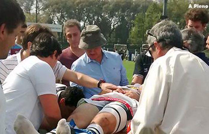 Gastaldi es retirado en camilla y traslado hasta el sanatorio Fleni. (Foto Twitter: A pleno rugby)