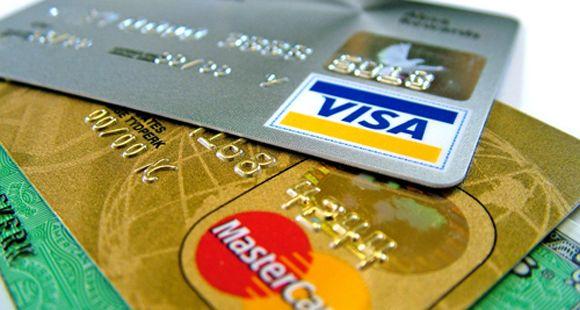 Condenan a un banco por dar una tarjeta de crédito a una persona que no la pidió