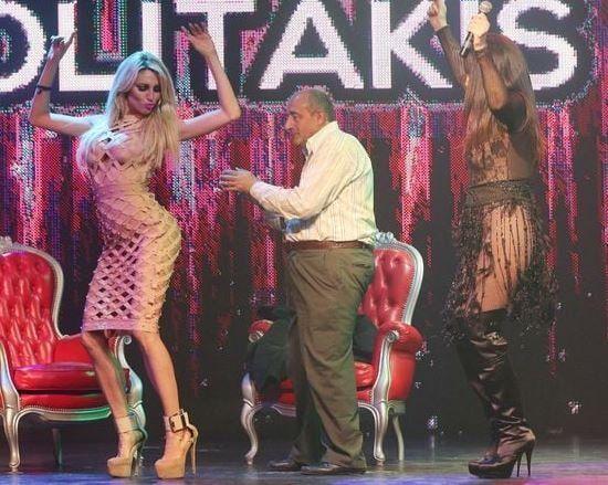 Moria Casán y Vicky Xipolitakis desvistieron a un hombre en pleno escenario
