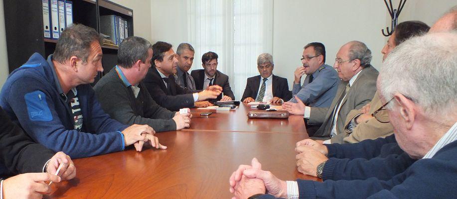 El fiscal regional Jorge Baclini recibió los reclamos de los comerciantes de calle San Luis.