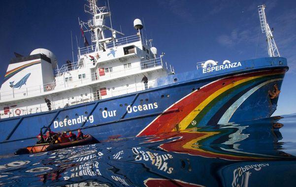 Insignia. El rompehielos Esperanza participó de numerosas campañas de Greenpeace con el objetivo de denunciar la caza de ballenas en el Antártico.