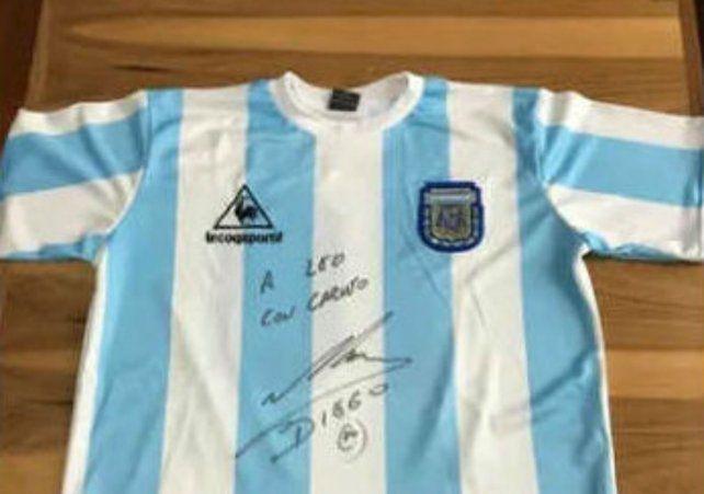Piden hasta $ 15 millones por una camiseta de la selección firmada por Maradona
