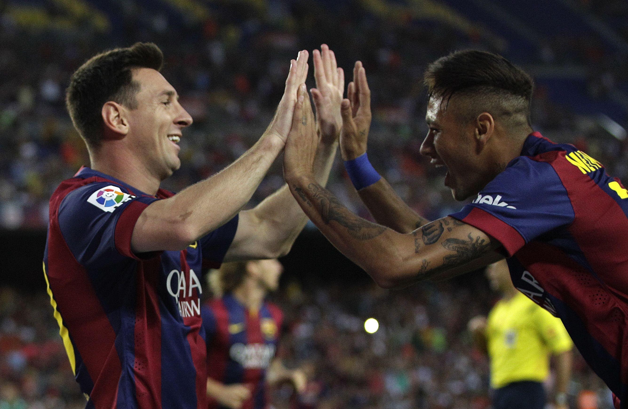 Messi celebró con Neymar el triunfo del Barcelona en el tradicional torneo amistoso Joan Gamper.