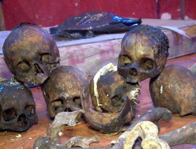 La policía encontró 15 cráneos y otras 22 piezas óseas humanas en una casa donde funcionaba un templo.
