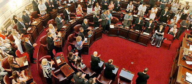 La Legislatura santafesina fue epicentro de una intensa polémica  entre oficialistas y opositores.