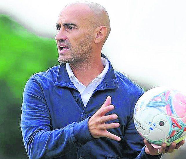 Se quedó con la pelota. Paolo Montero será el reemplazante de Coudet en el banco de Central. El entrenador uruguayo firmaría un contrato por un año.