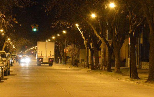 LUMINARIAS en calle España. Ya se colacoaron más de 2 mil en la ciudad.