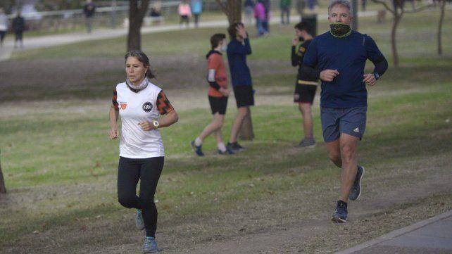 El municipio destacó que en el primer día de ejercicios al aire libre en Rosario salió todo bien y hubo controles