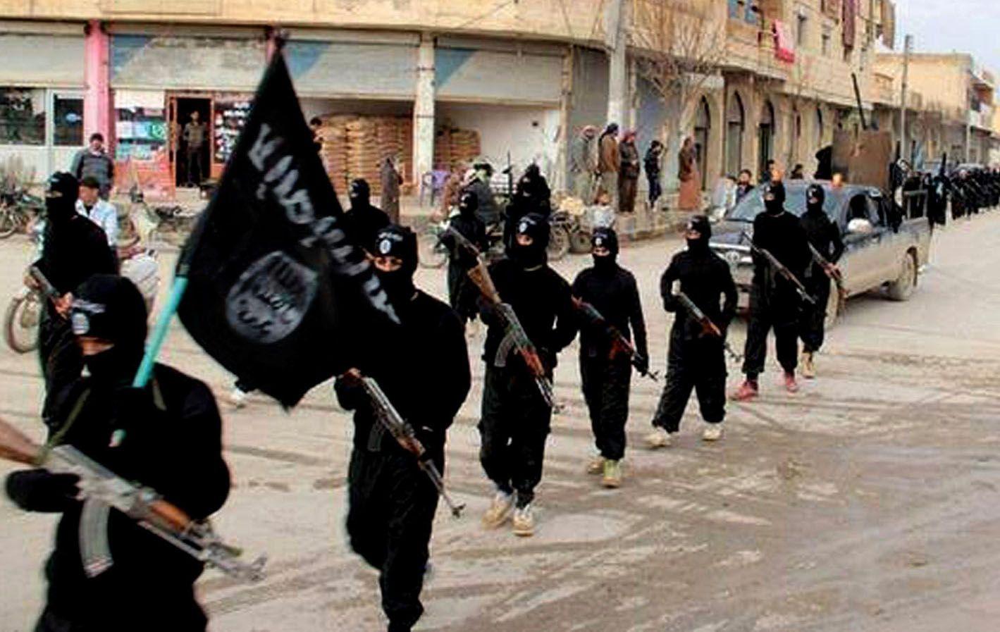 Yihadistas desfilan en Siria.