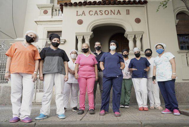 El personal de La Casona fue inmunizado junto a los adultos mayores en el marco de la campaña de vacunación que dispuso la provincia.
