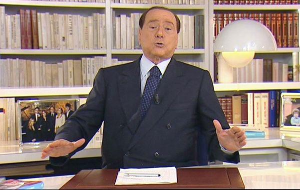 No tira la toalla. Berlusconi instó a los italianos honestos a protestar contra la democracia a media de los jueces.