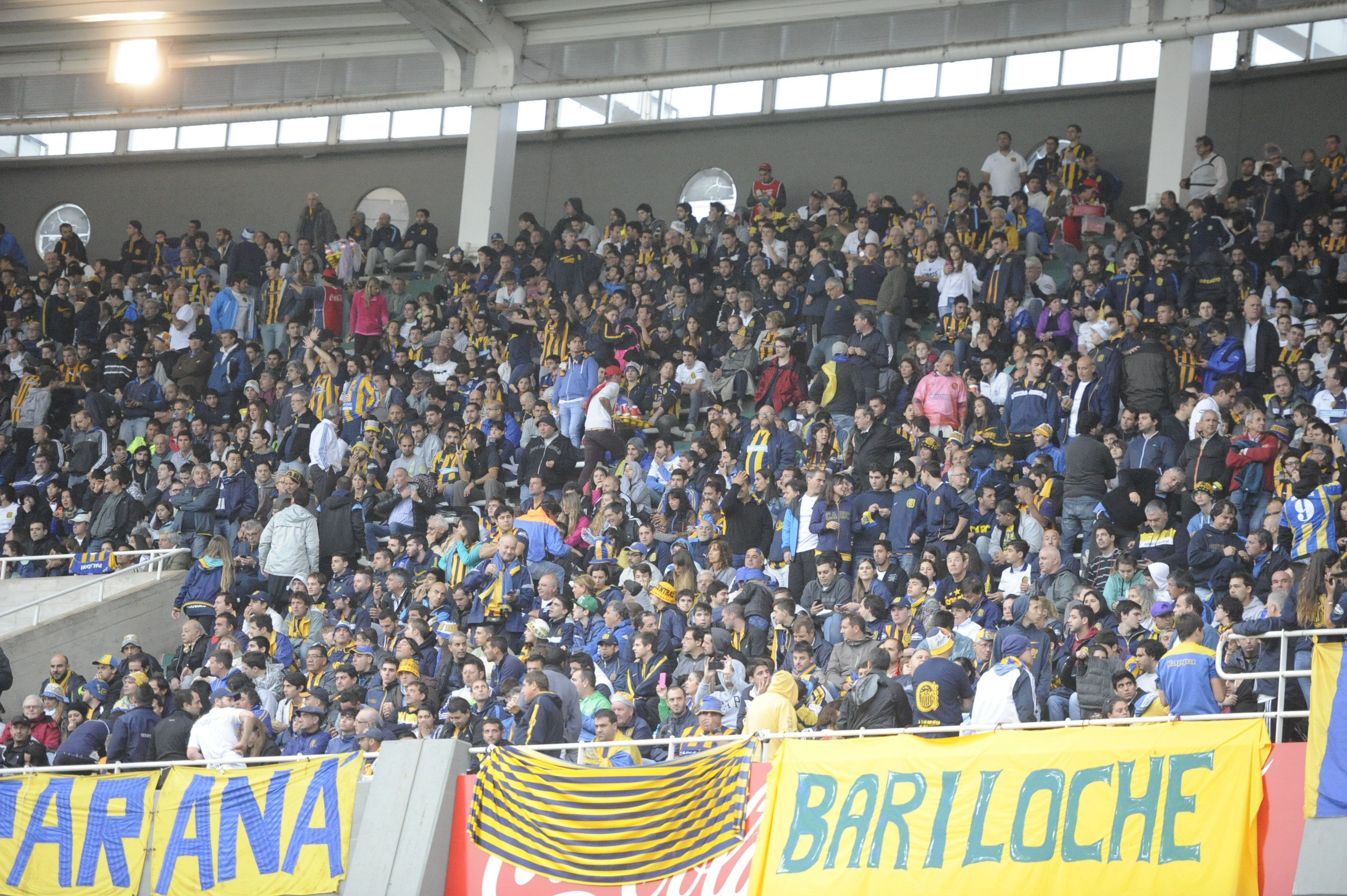 Los hinchas colman el estadio Kempes. (Foto: Gustavo de los Ríos)