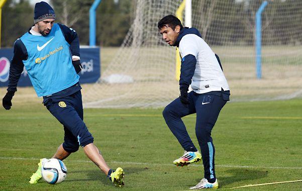 En acción. Montoya (derecha) intenta superar la marca de Donatti en uno de los entrenamientos.