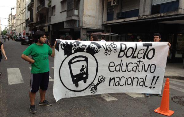 Los estudiantes terciarios cortaron Entre Ríos en su intersección con Santa Fe.