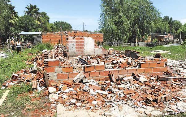 La casa donde asesinaron a Minu Romero fue totalmente destruida por vecinos enfurecidos por el crimen. (Foto: N. Juncos)