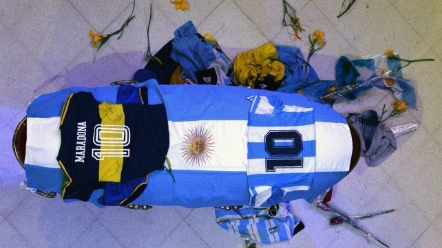 Los restos de Diego Armando Maradona son velados en la Casa Rosada.