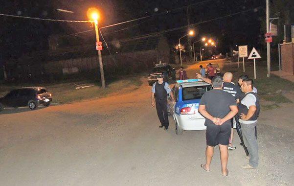 Gran Operativo. La policía se encontró con la sorpresa de que el barrio estaba bloqueado en los accesos.