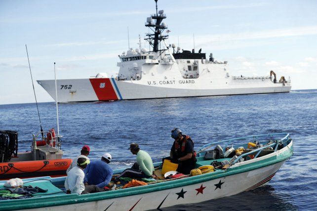 Acción en el Pacífico. Personal del guardacosta Stratton detiene a traficantes con 700 kilos de cocaína.