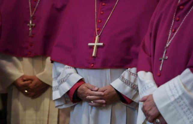 Revelan el uso de Grindr entre sacerdotes y se desata una fuerte controversia.