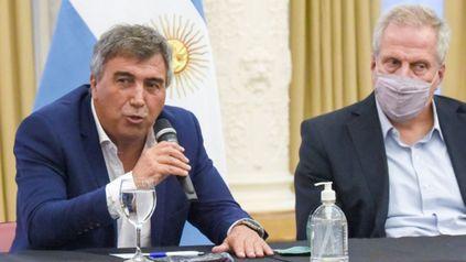 El presidente del Ente Nacional de Comunicaciones (Enacom), Claudio Ambrosini, y el ministro de Educación, Jaime Perczyk, durante el anuncio para dotar de conectividad a 58 universidades.