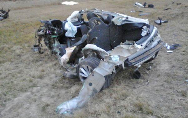 Fuerte impacto. El estado en el que quedó el automóvil de Barisone da cuenta de la violencia del choche.