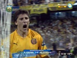 Central no lució pero venció a Independiente y se volvió a prender