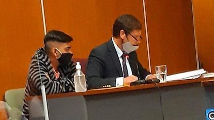 En juicio. Lautaro Teruel junto a su abogado este viernes. La audiencia pasó a cuarto intermedio y continuará el lunes.