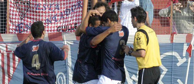 Fiesta en Lomas de Zamora. Los jugadores de Central Córdoba celebran el regreso a la victoria.
