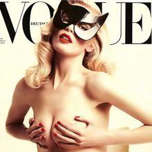 Claudia Schiffer está de vuelta y posó desnuda para Vogue