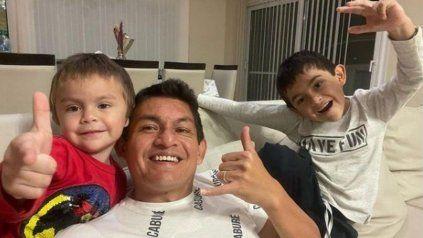 El festejo del Pulga Rodríguez junto a sus hijos en su casa.